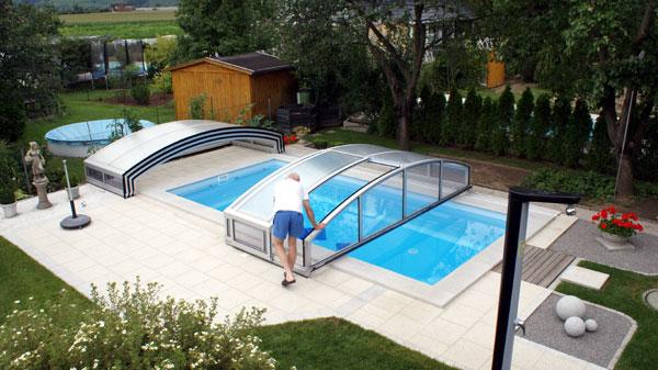 Schwimmbadüberdachung