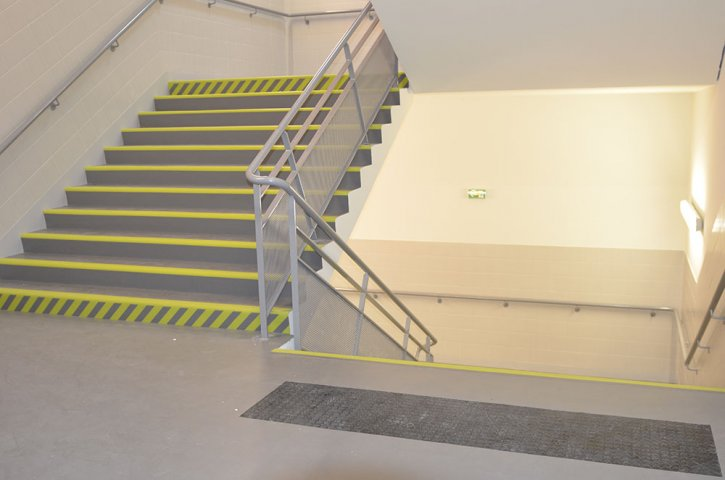 Escalier norm PMR en PVC  Orlans Loiret 45