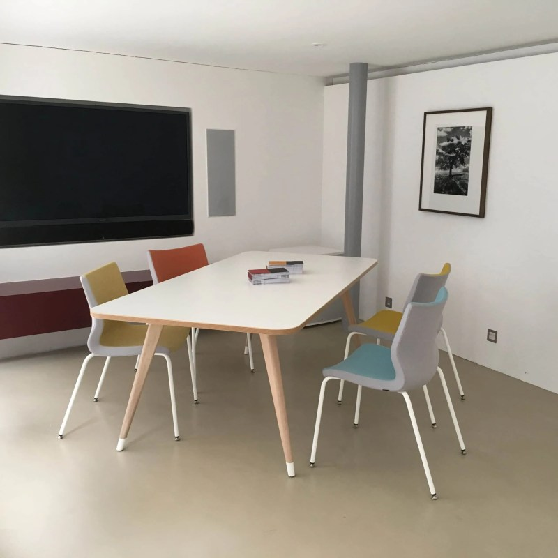 Coworking_work_table