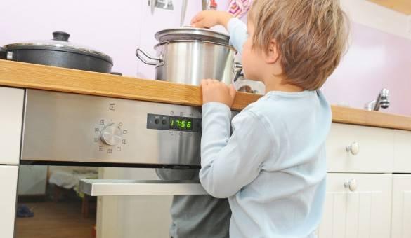 Cosa fare per evitare incidenti domestici ai bambini