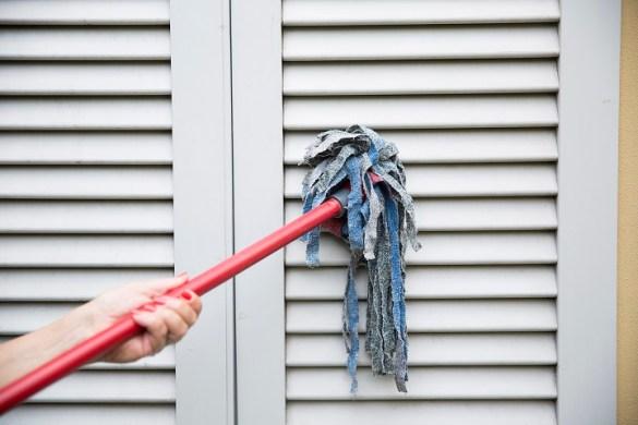 Come pulire le tapparelle e le persiane con il mocio