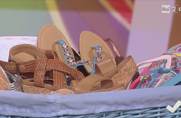 come pulire le scarpe estive