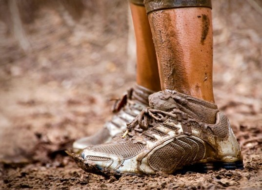 come togliere il fango dalle scarpe