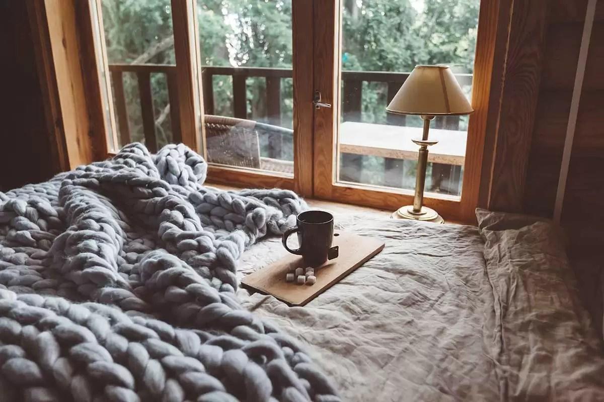 Set da tavola, tovaglie, tovaglioli, tendine e tende, parure da letto originali e ricercate, con copripiumino, lenzuola e federe. Come Arredare Una Piccola Casa Di Montagna Soluzioni Salvaspazio