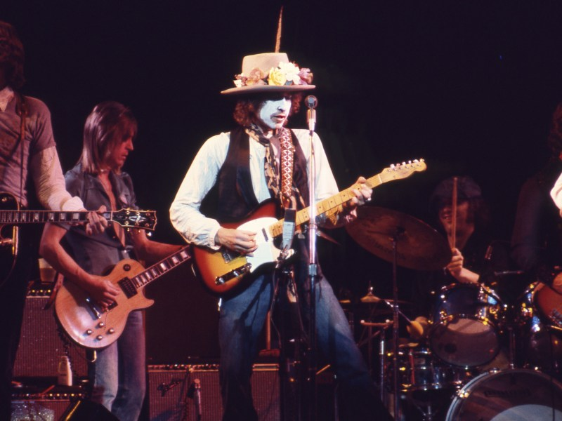 Bob Dylan performing in Rolling Thunder Revue: A Bob Dylan Story, directed by Martin Scorsese.