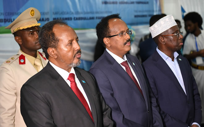 Former Presidents of Somalia, Hassan Sheikh Mohamud (left) and Sharif Sheikh Ahmed (right) stand side by side with the new president of Somalia Mohamed Abdullahi Farmaajo at the inauguration ceremony in Mogadishu on 22 February 2017. UN Photo