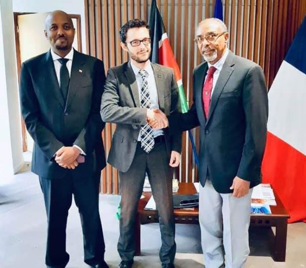 Somaliland Managing Director for Civil Aviation and Airports Authority Mohammed Rodol (right) shakes hands with French embassy commercial Attache Emmanuel Dragon as somaliland envoy to Kenya Bashe Omar (left).