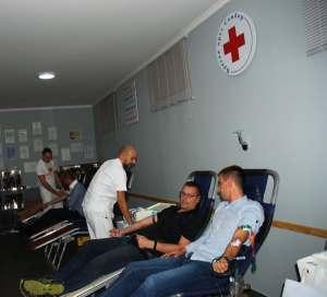 Među dobrovoljnim davaocima krvi bili su i zamenik gradonačelnice Antonio Ratković, Miloš Petrović, predsednik Crvenog krsta i dr Dalibor Forgić, član Gradskog veća za oblast zdravstva i socijalne zaštite