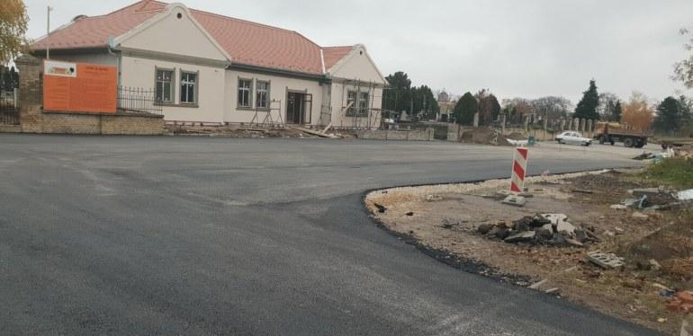 Нова паркинг места испред Великог православног гробља