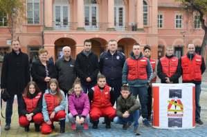 Učesnici obeležavanja Svetskog dana sećanja na žrtve saobraćajnih nezgoda ( Savet za bezbednost grada Sombora i Crveni krst Sombor)