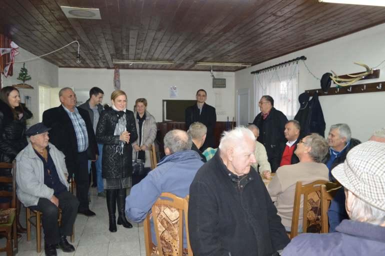 Градоначелница Душанка Голубовић у посети Клубу пензионера Бездан