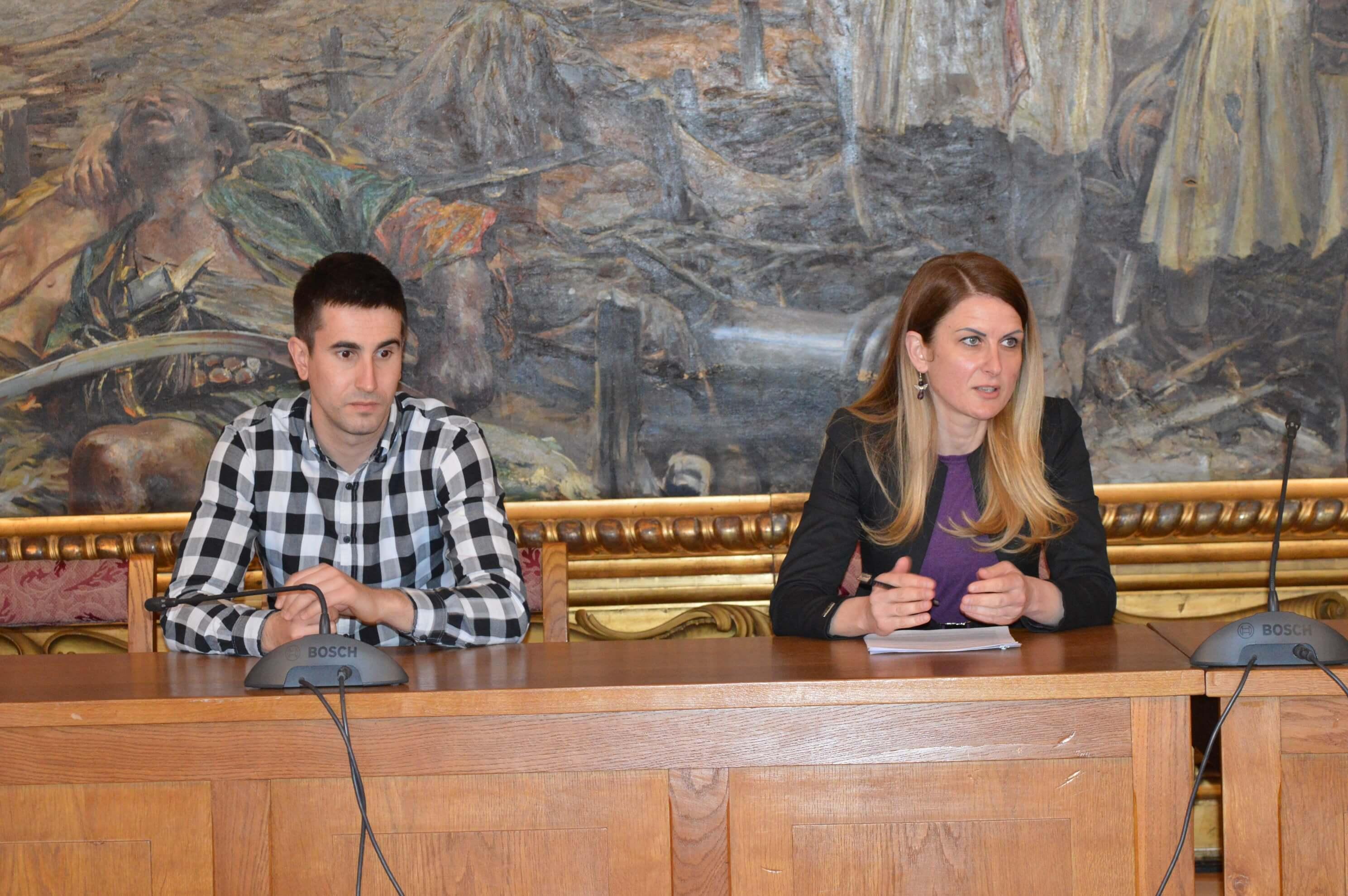 Заменик градоначелице Антонио Ратковић и Градоначелница Сомбора Дучанка Голубовић на седници Штаба за ванредне ситуације