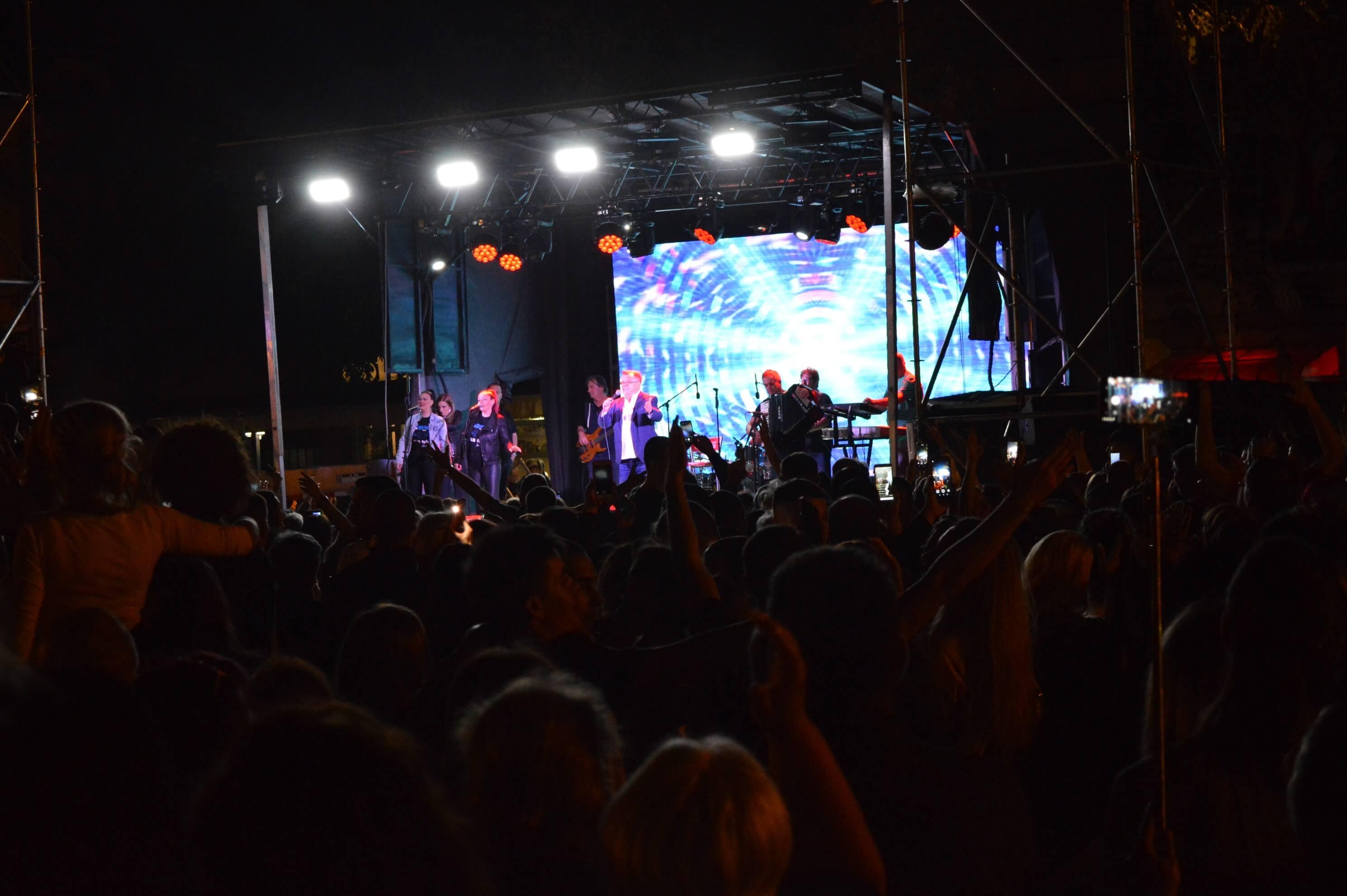 Концерт  Халида Бешлића на Тргу Светог тројства