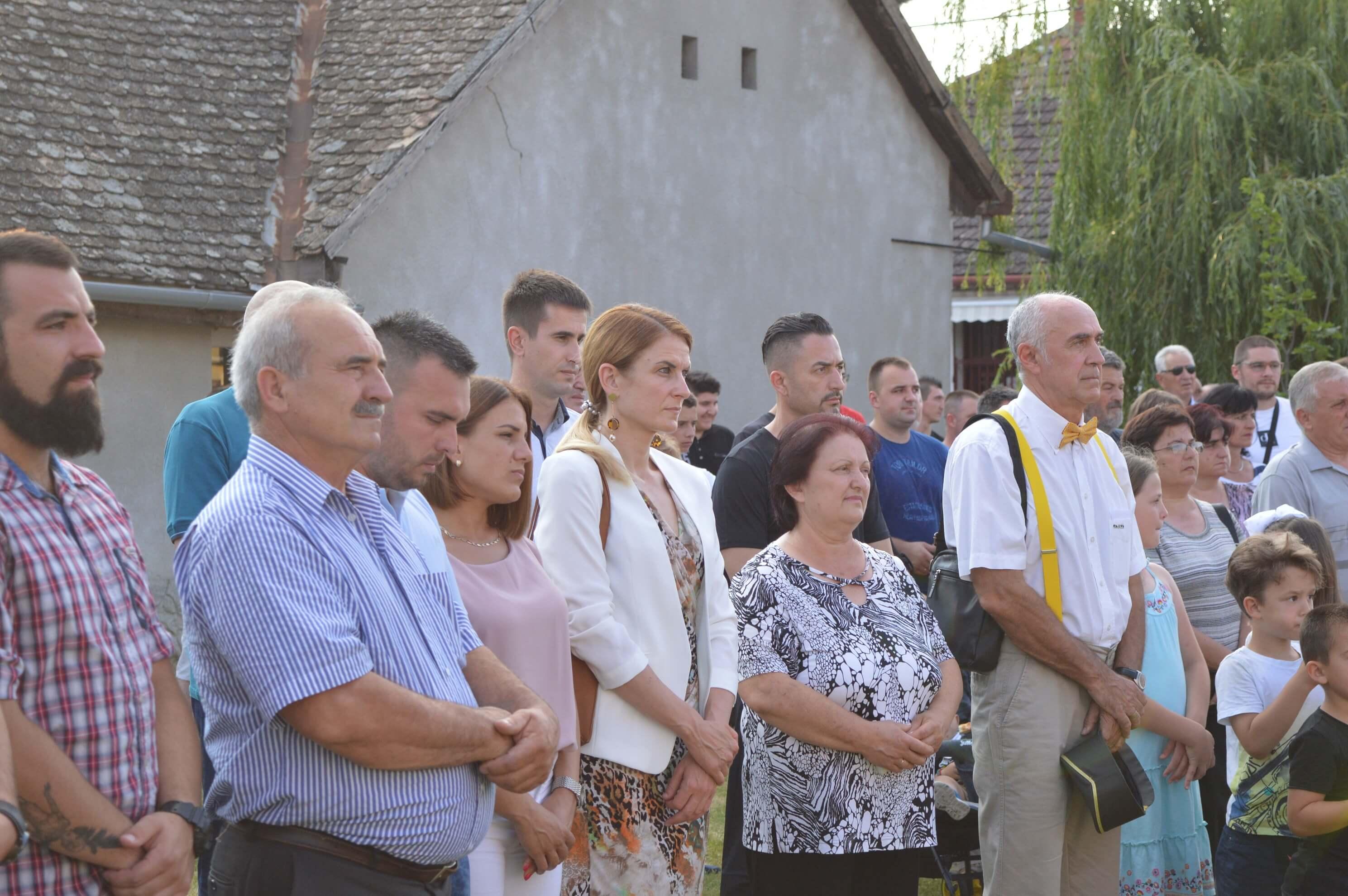 Светој литургији у Бездану присуствовали су и градоначелница Душанка Голубовић и заменик градоначелница Антонио Ратковић