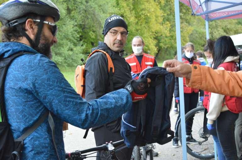 Сви учесници су добили поклон у виду ранца и бициклистичке опреме
