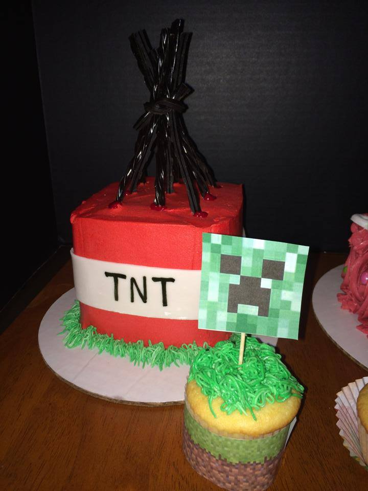 Minecraft TNT and Creeper Cupcakes