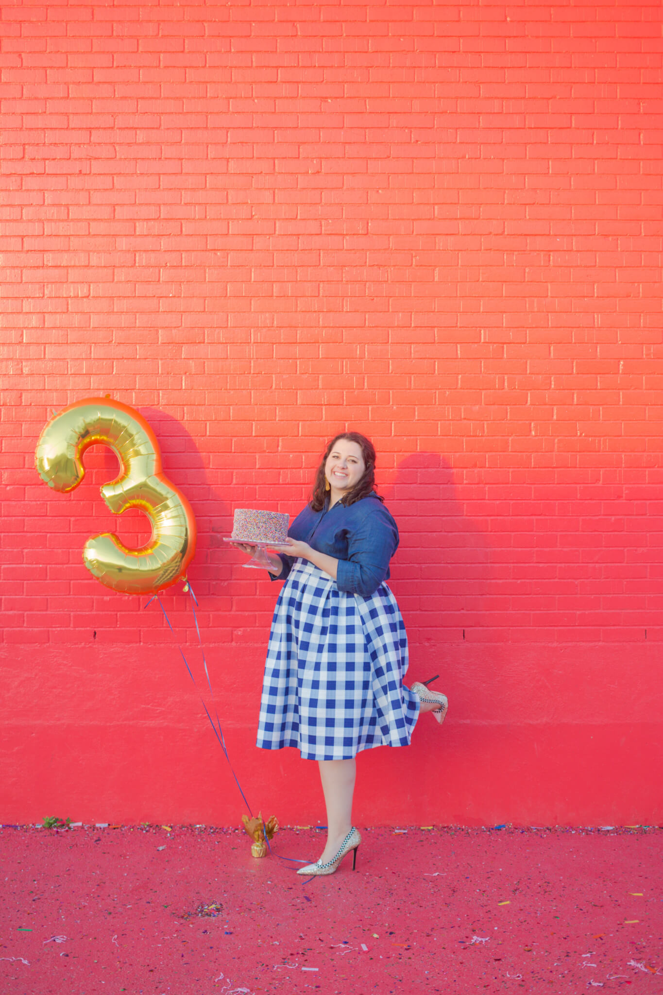 This blue and white gingham skirt from Eloquii is a blast to wear to celebrate my 3 year blogging anniversary! | Something Gold, Something Blue a curvy fashion blog by Emily Bastedo