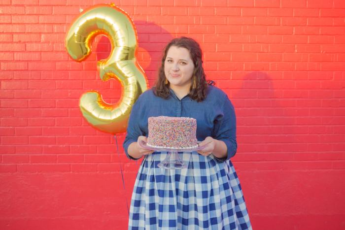 I'm having way too much fun celebrating SGSB's blogiversary with balloons, cake and the gorgeous Sugar & Cloth Color Wall | Something Gold, Something Blue a curvy fashion blog by Emily Bastedo