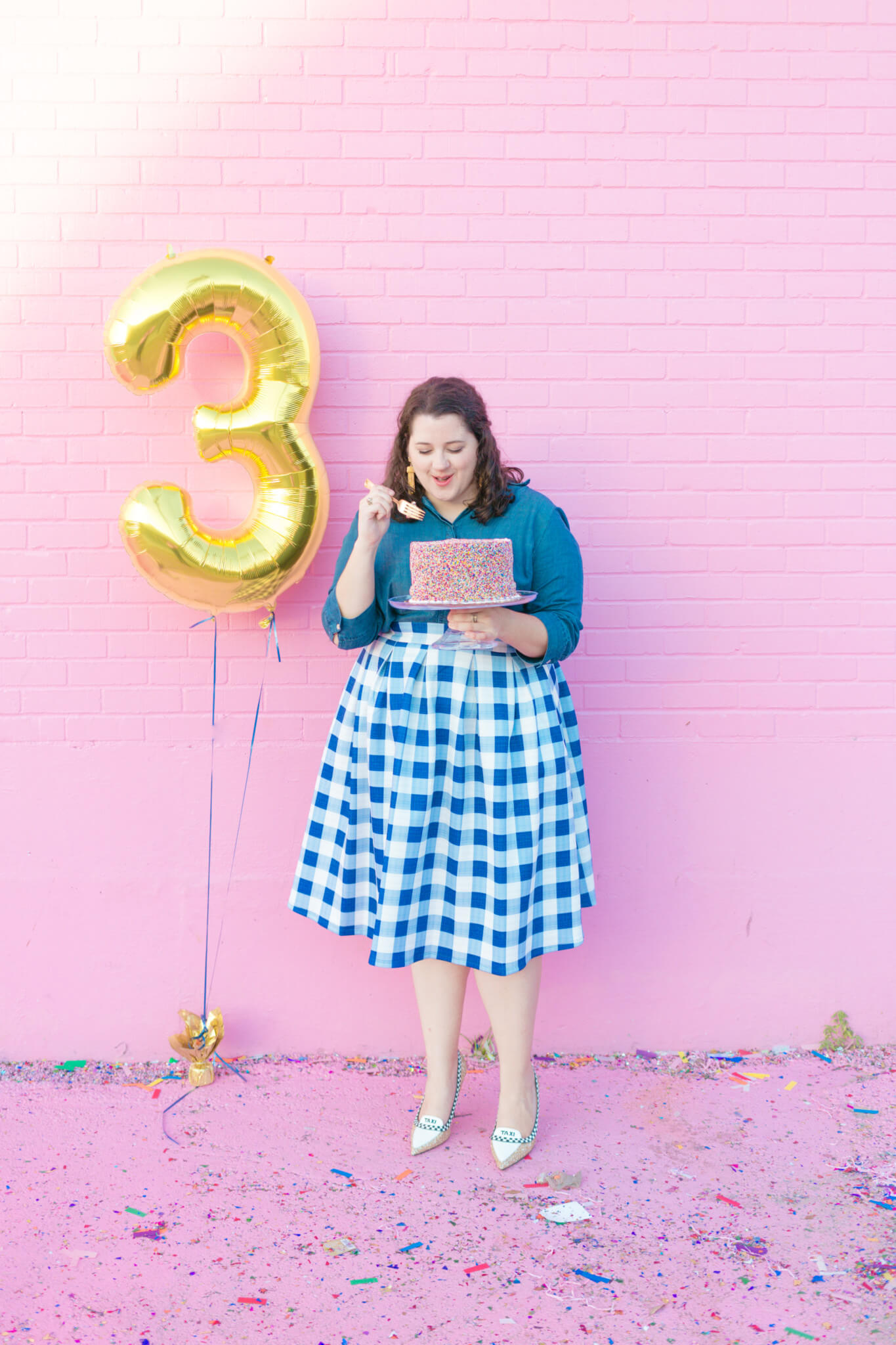 What a better way to celebrate my blogging anniversary than by dressing up, eating cake and taking a ton of photos. | Something Gold, Something Blue a curvy fashion blog by Emily Bastedo