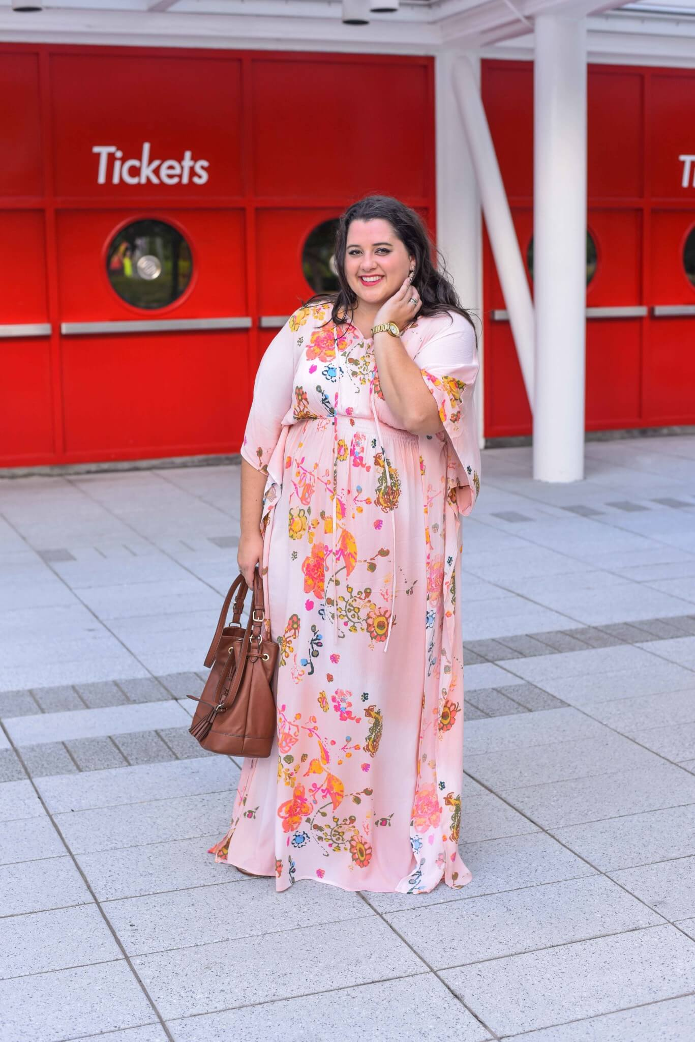 When looking for a maxi dress to include in my curvy closet, I always look for something that can easily transition from day to night. This plus size maxi dress from my Gwynnie Bee clothing subscription was perfect for roaming around Houston. #plussizefashion #plussizedresses