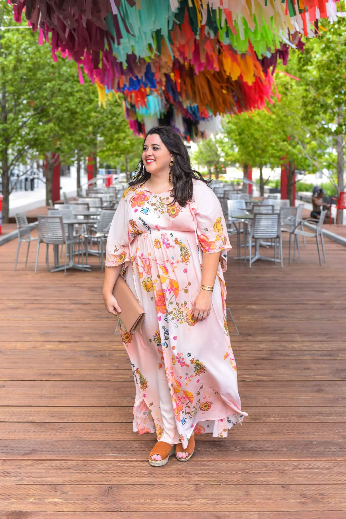 Looking for the perfect date night outfit? A beautiful printed maxi dress goes easily from day to night. #datenight #plussizefashion