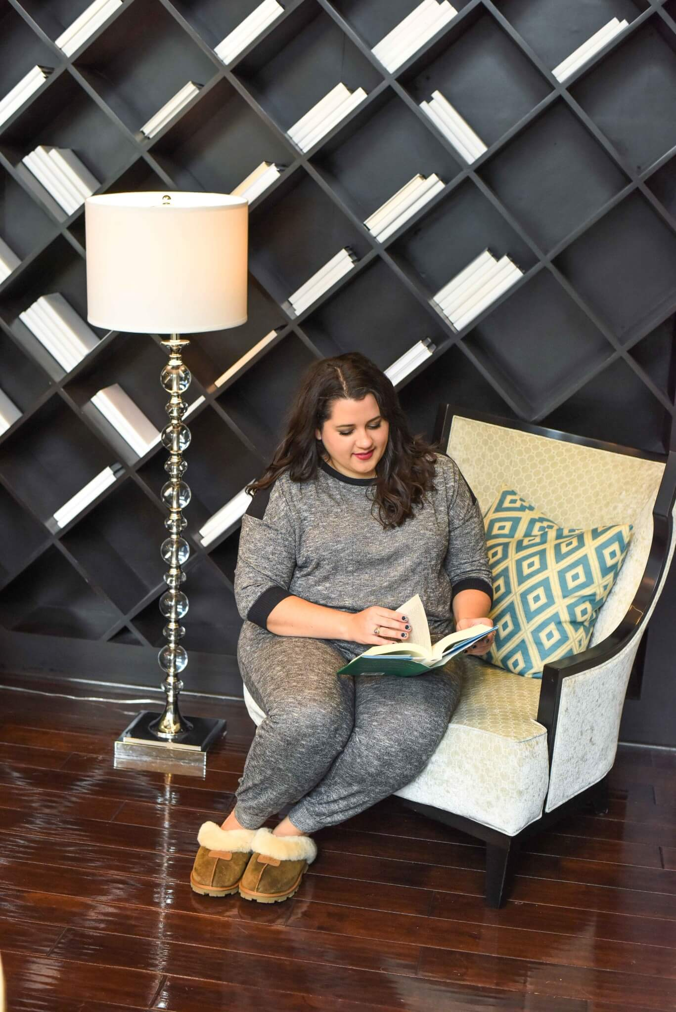 I'm starting to feel like my raggedy t-shirts and oversized pants don't meet my current lifestyle. As I get older, I find myself wanting coordinated sets that won't break my budget. These grey pajamas from Kohl's are the perfect start to my collection. #plussizesleepwear #holidaystyle