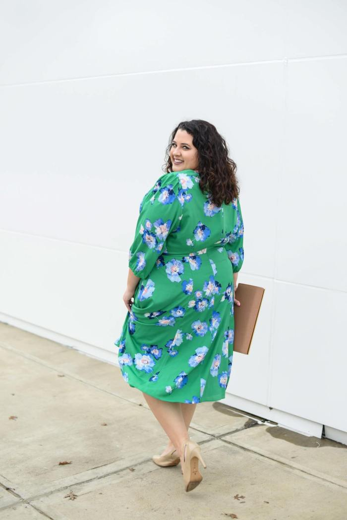 Easter weekend is just around the corner and this green floral plus size faux wrap dress is perfect for Easter Sunday brunch.
