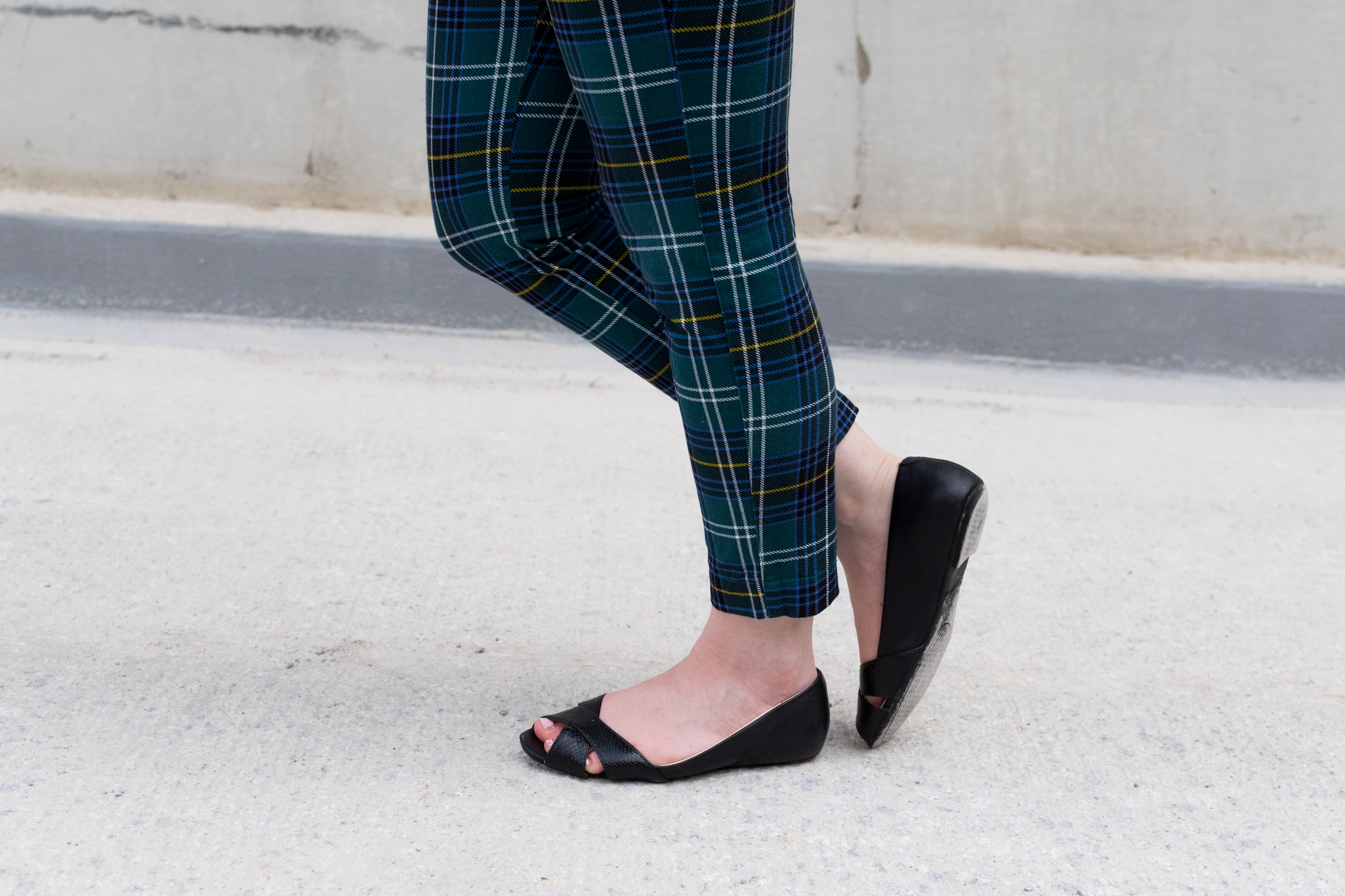 The Summer to Fall Transition | Something Good, @danaerinw , lands end shoe, lands end black flat, open toe shoes