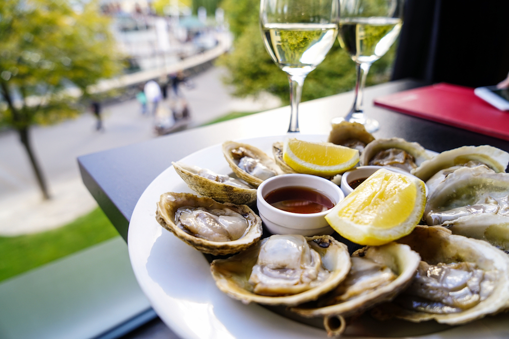 What are the Best White Wine with Seafood Pairings? | SommelierQA.com