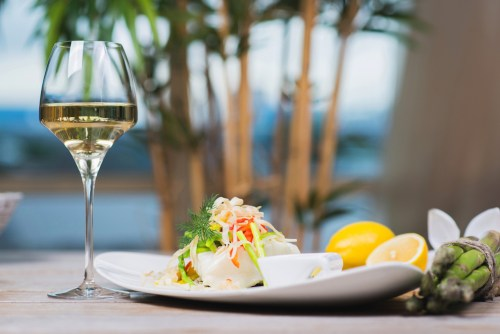How to Pair White Wine with Seafood | SommelierQA.com
