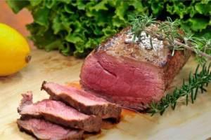 ぷるぷる食感!牛尾肉のローマ風煮込み