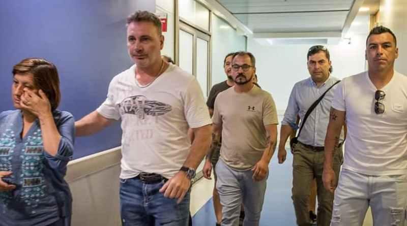 Esteban Paredes, Marcelo Barticciotto y Daniel Morón visitaron a Gustavo Gatica. Foto: CSD Colo Colo