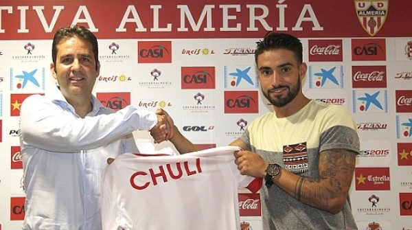 Chuli, en su presentación con la U.D. Almería (Imagen: www.udalmeriasad.com)