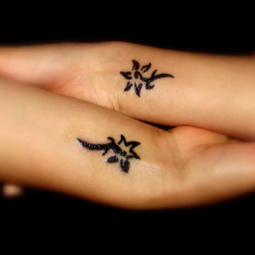 22 Tatuajes Pequeños Para Amigas Diseños E Ideas Con Significados