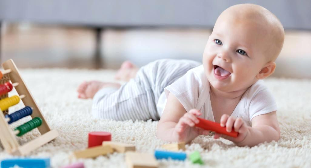 ¿A los cuantos meses gatea mi bebé? Consulta a la Pediatra