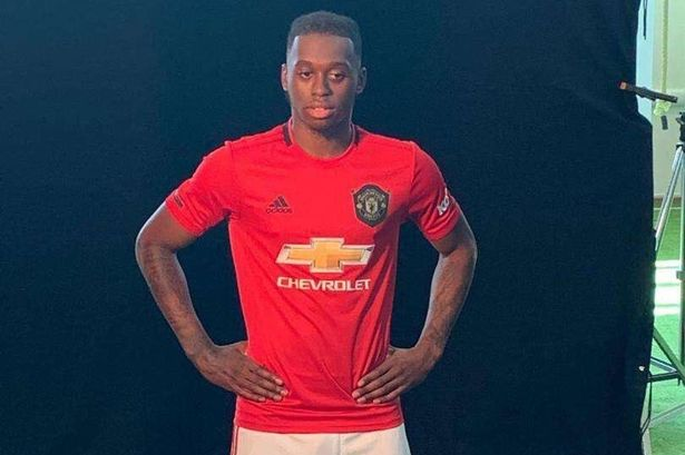 Wan-Bissaka-picture-in-Man.-United-kit-leaks-on-twitter-1