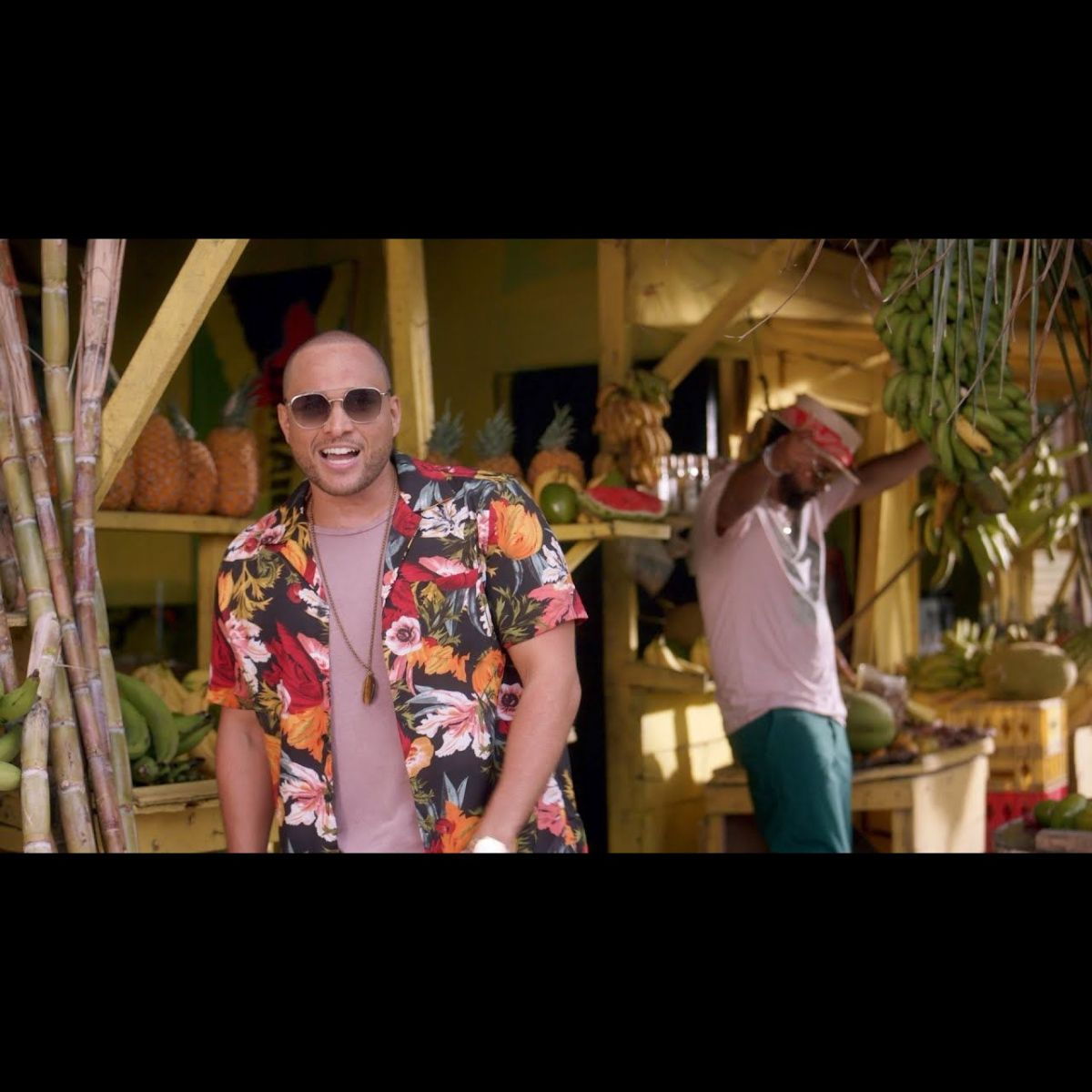 Conkarah - Banana (ft. Shaggy) (DJ FLe - Minisiren Remix) (Thumbnail)
