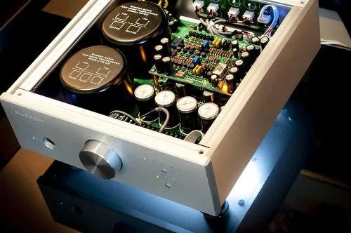 Double alimentation pour le Burson Audio Conductor, ainsi qu'un potentiomètre à 40 pas et résistances apairées