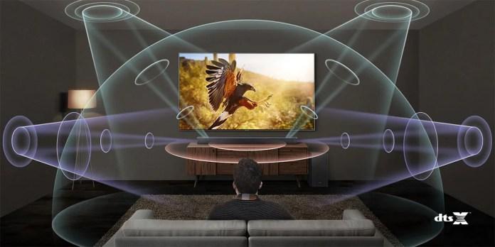 https://i0.wp.com/www.son-video.com/images/illustration/guides/dts-x-le-home-cinema-immersif/DTS-Virtual-X-Soundbar-5-1-2-Lifestyle.jpg?w=696&ssl=1
