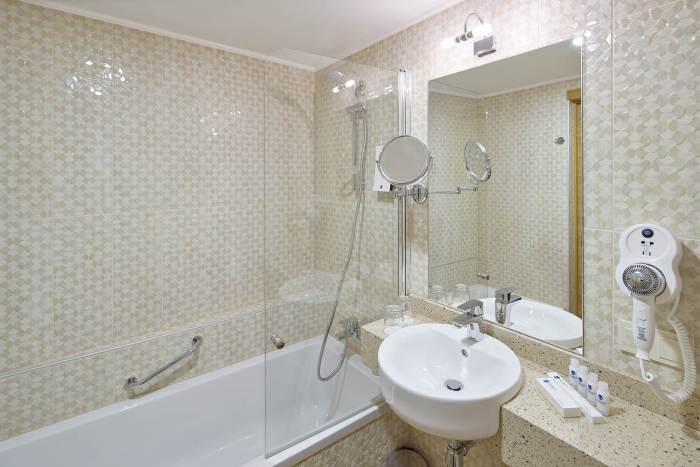 Wellton Riga Hotel & SPA - SONEL santehnikas salons, visa vannas istabu aprīkojuma komplektēšana. Mūsu darbi - zīmoli - Ideal Standard, GEBERIT.