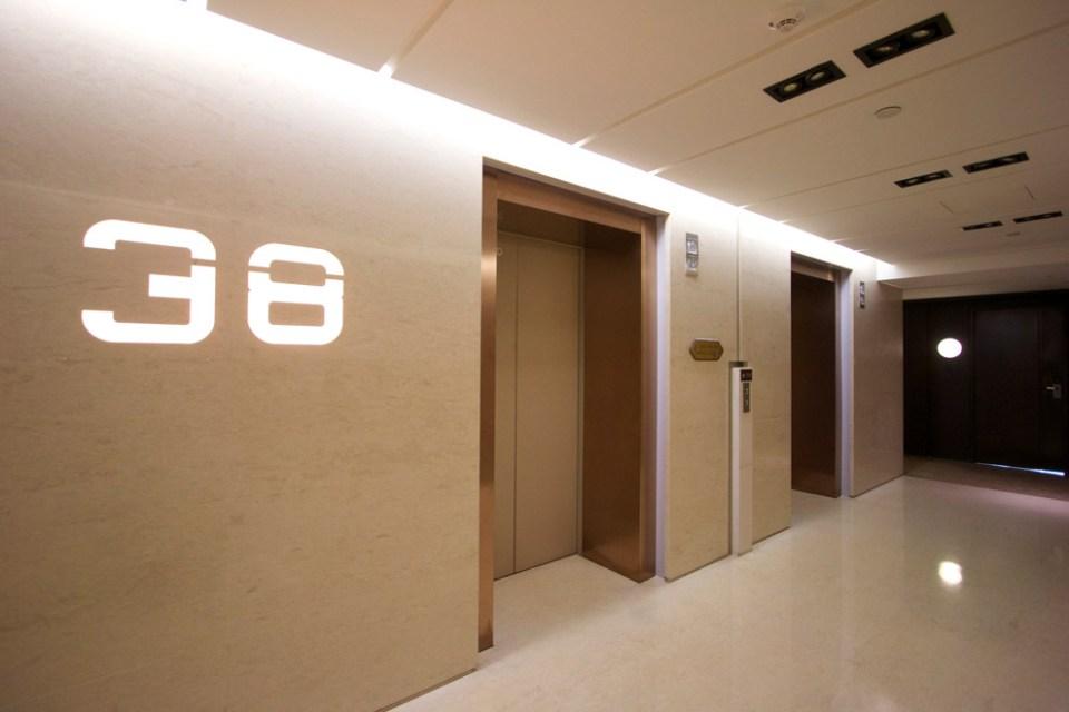 大陸置產「青島遠雄國際廣場」- 梯廳