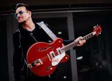 Bono with (Gretsch)RED guitar