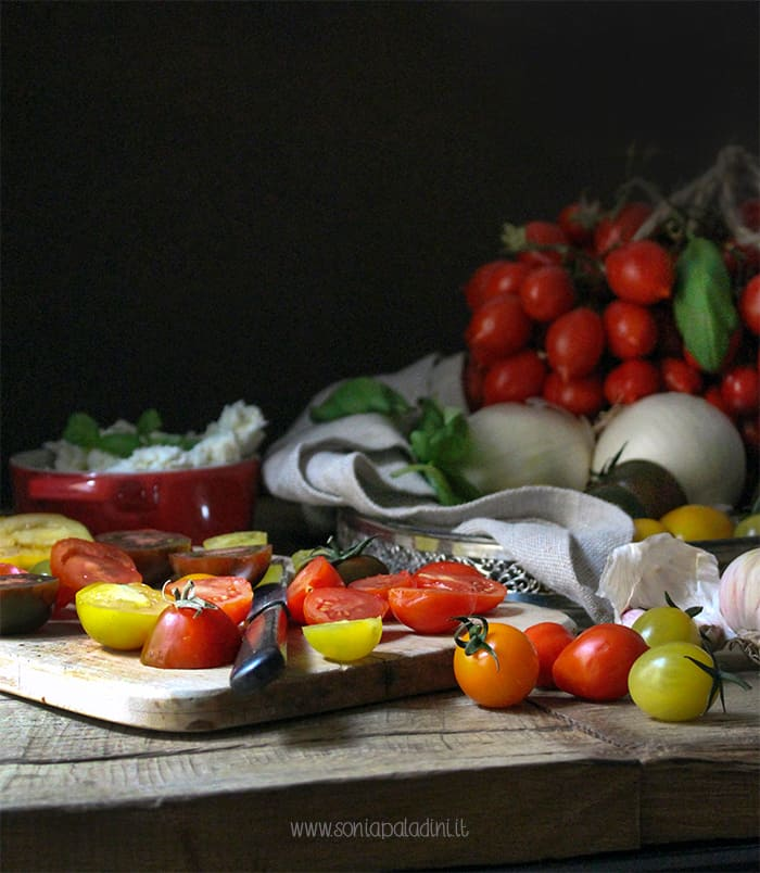 crostata di pomodori gialli e rossi