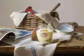 Crema al mascarpone, pesche e sfere friabili
