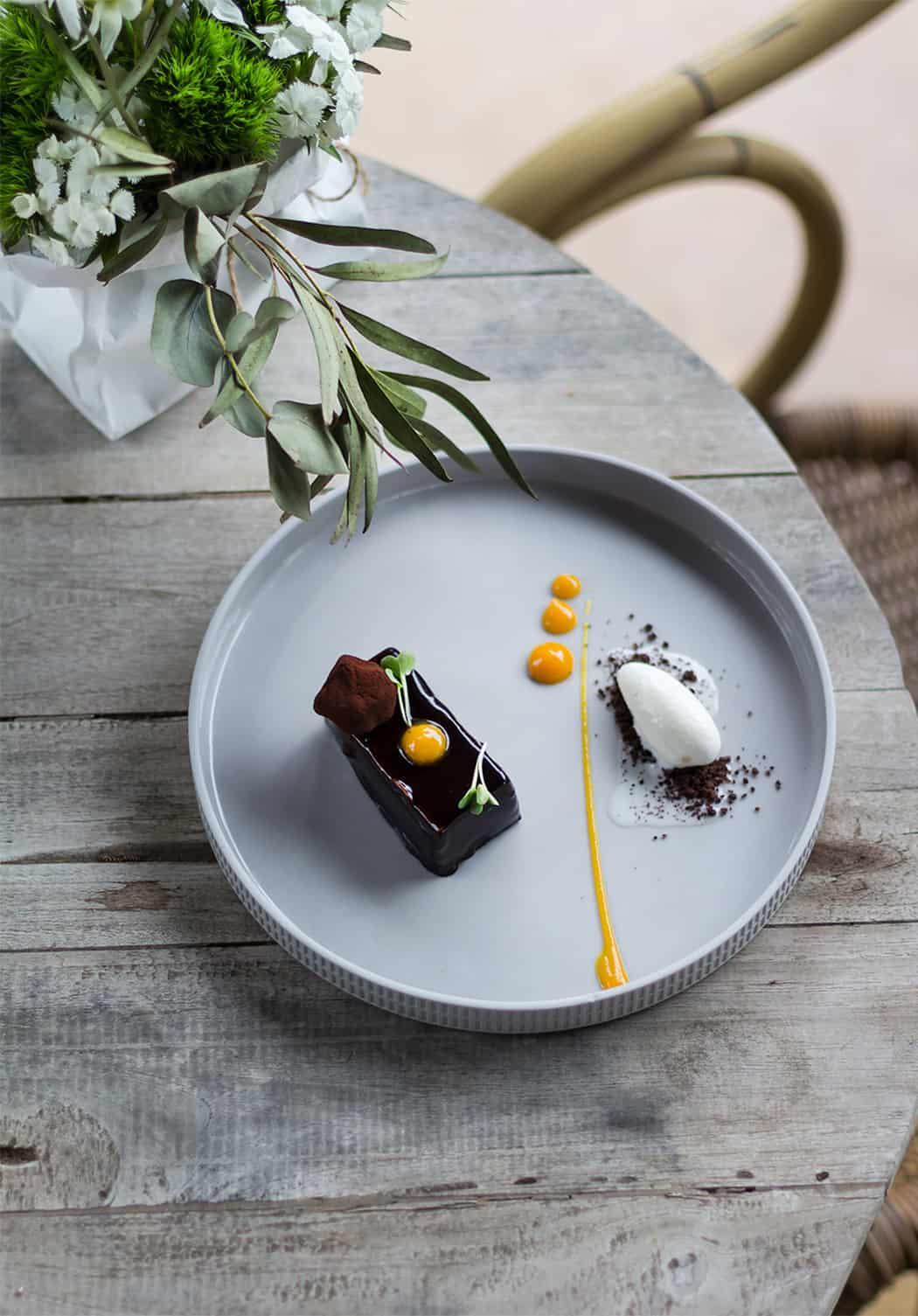 Aquapetra dolce con cioccolato