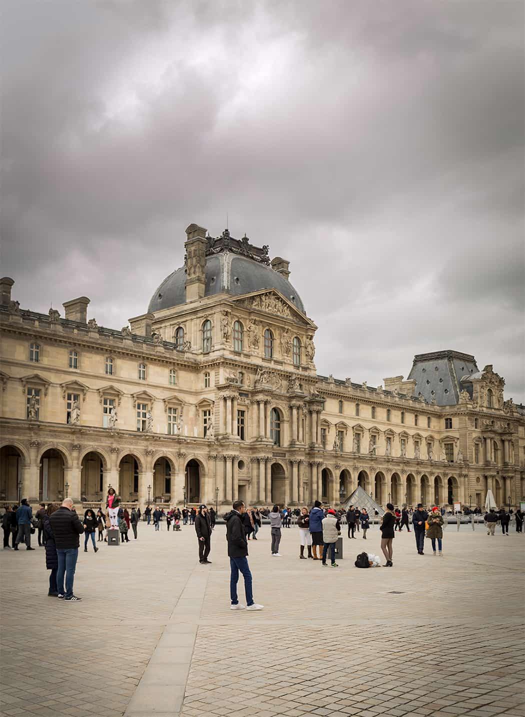 Parigi il Louvre