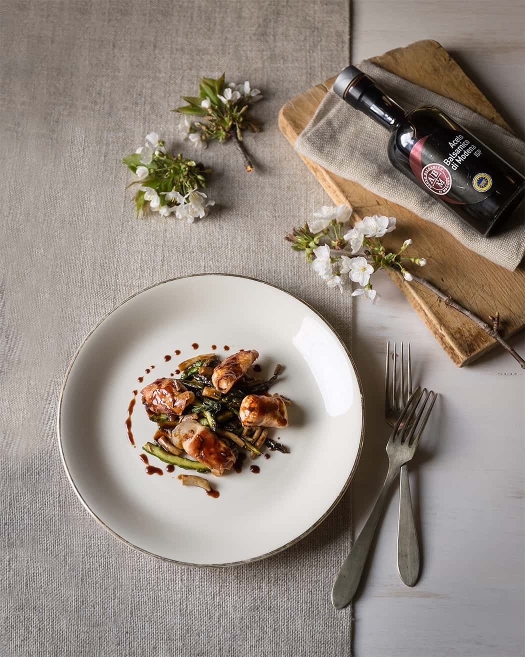 ricetta involtini con pancetta asparagi e aceto balsamico