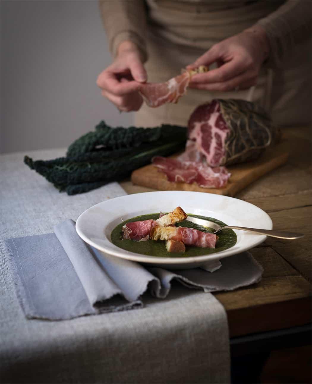 ricetta vellutata di cavolo nero con coppa e pancetta
