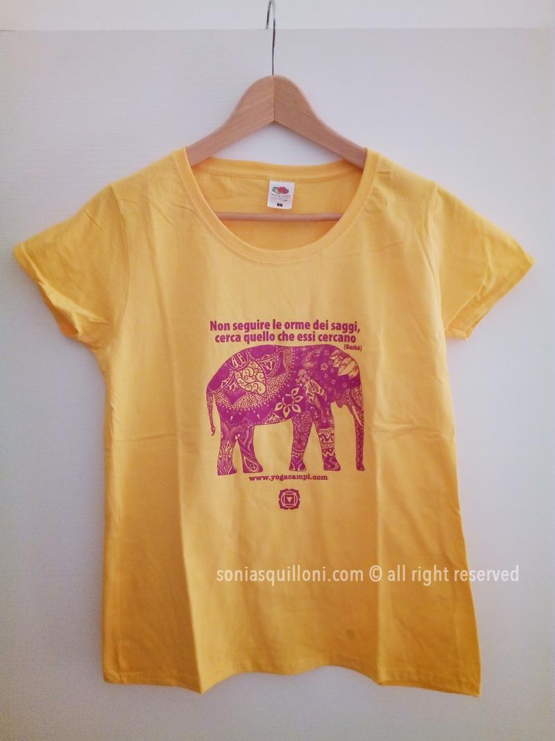 9c8a272d29d211 T-Shirt Yoga Muladara, il chakra della terra - Sonia Squilloni