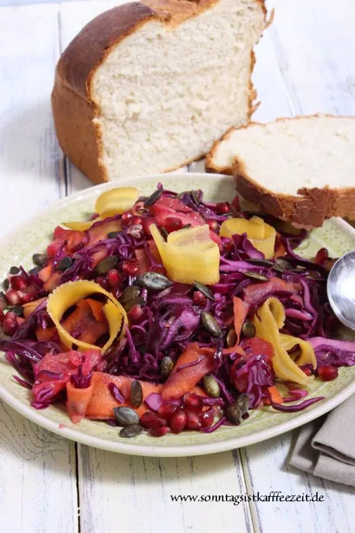 Marinierter Rotkohlsalat mit Kürbiskernen und Vanille Rezept